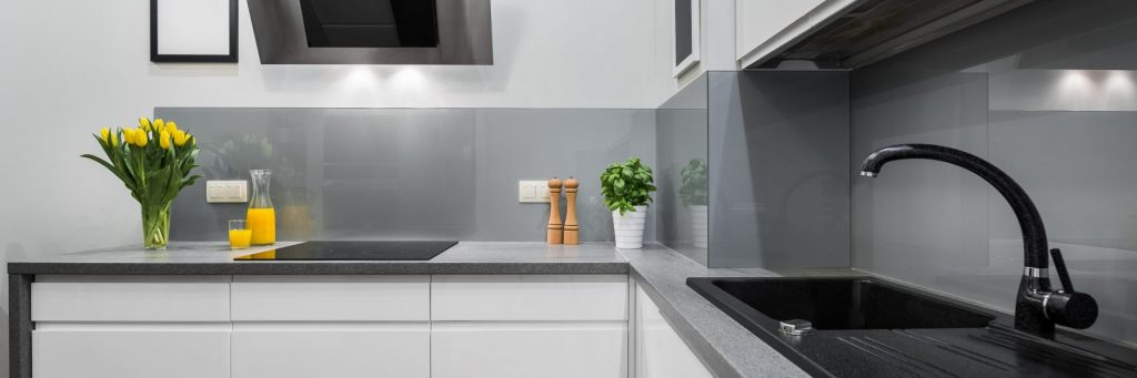 grey kitchen with splashbacks