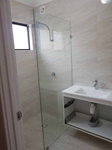 Frameless Shower Screen Enclosure Clear 02