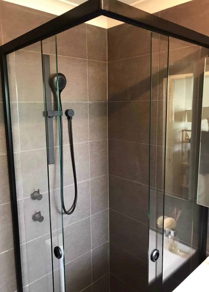 Full Black Frame Clear Shower Screen Enclosure 01